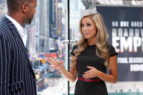 "Miss America Kira Kazantsev Visits ""Extra"""