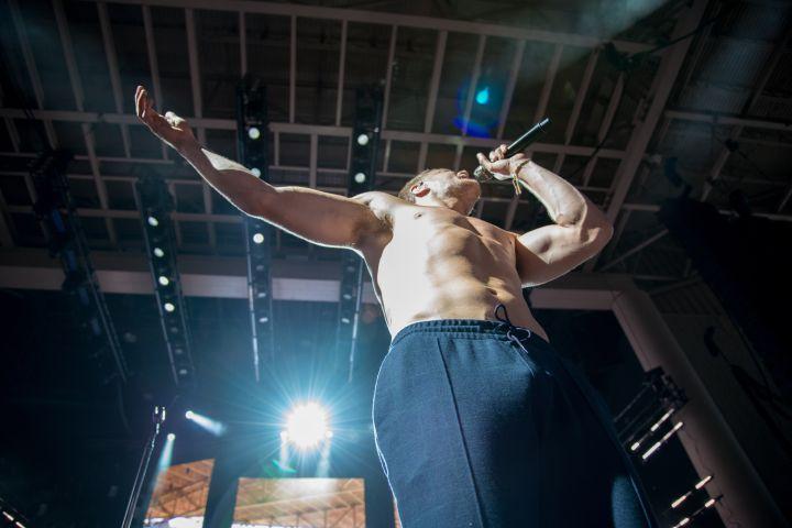 Dan Reynolds Shirtless (Imagine Dragon Photos-Indy)
